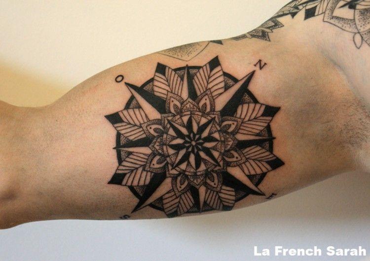 Rose des vents tatouage mandala sur int rieur bras biceps homme tatouages mandala biceps et - Tatouage homme rose ...