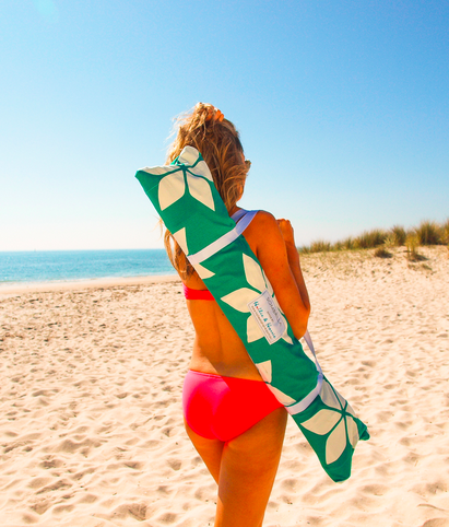 Elements of Style Blog | Fashion Friday: Beach Babes with Hollie and Harrie | http://www.elementsofstyleblog.com