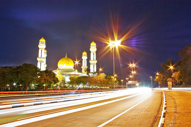 (BRUNEI DARUSSALAM) Brunei has the largest car ownership per capita in Southeast Asia, due to underdeveloped public transport, low tax and low petrol price. Brunei is ranked 28th in the world. (2007 The Economist's Pocket World in Figures)