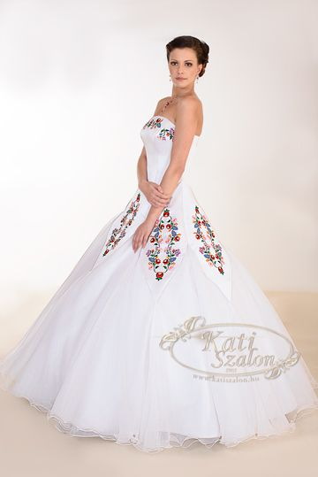 62af18e2de Kollekció - Kati Szalon Wedding dress with hungarian motifs ...