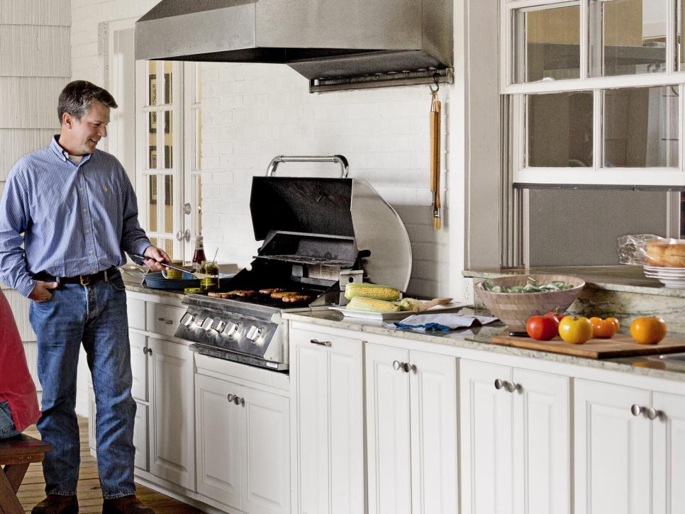 How Dave And Jenny Marrs Turn Fixer Uppers Into Fabulous Homes Fixer To Fabulous Hgtv In 2020 Outdoor Kitchen Kitchen Inspirations Three Season Room