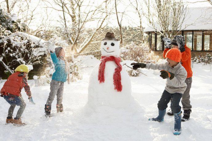 Kinderlied Mit Spielanleitung Im Garten Steht Ein Schneemann Im Weissen Rock Einfacher Schneemann Kindergeburtstag Schnee Party