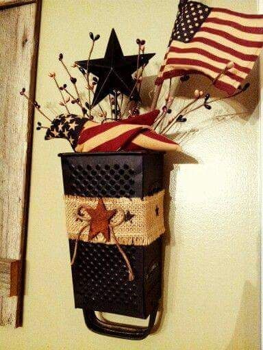 Super Cute Way To Turn An Old Kitchen Grater Into Holiday Decor That S Easy To Change Out For Each Americana Crafts Patriotic Decorations Primitive Decorating