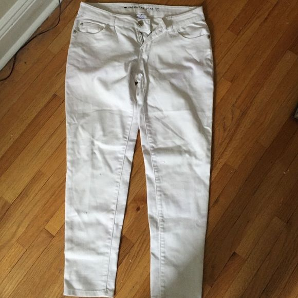 Celebrity Pink white jeans Minor stain on back- see image Celebrity Pink Jeans Skinny