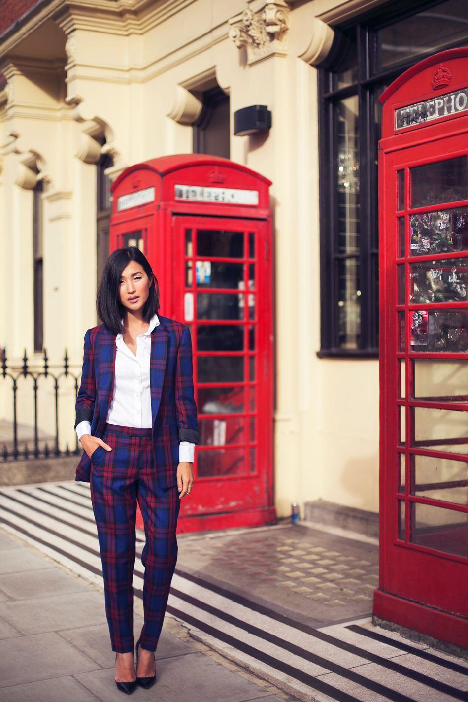 Stilsicher in London: Bloggerin Gary Pepper Girl im Tartan-Hosenanzug #blogger #streetstyle