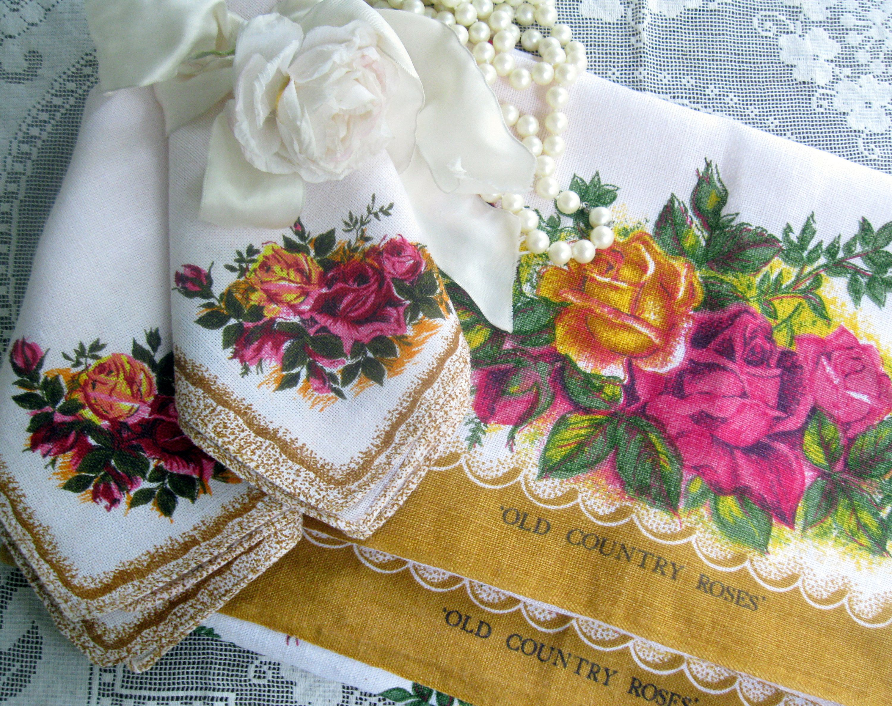 Royal Albert Old Country Roses Four Piece Linen Set Two Tea