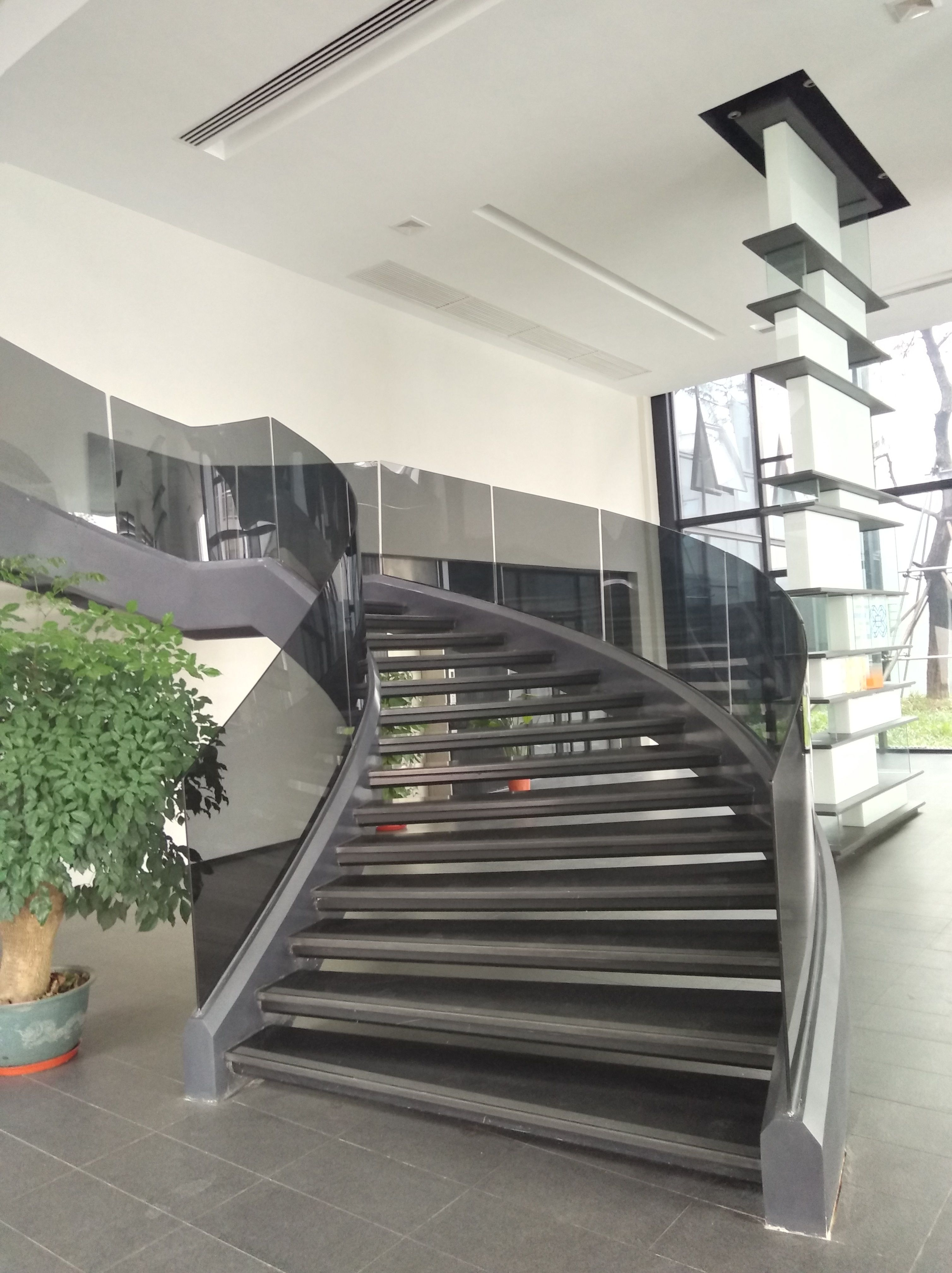 Best Curved Staircase In 2020 Curved Staircase Stairs 400 x 300