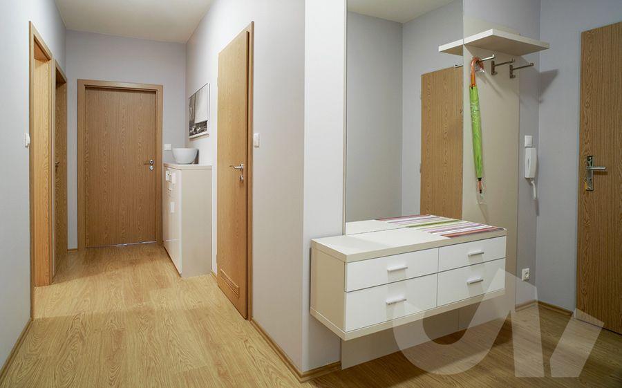 Realizace celého bytu Praha Chodba