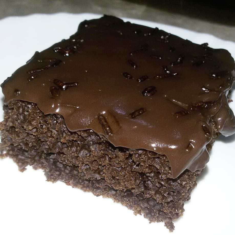 3 692 Mentions J Aime 87 Commentaires و صفا تي الم ج ر ب ة Cuisine Khadada Sur Instagram كيكة الشوكولاتة ببيضة واحدة و صوص شوك Desserts Food Brownie