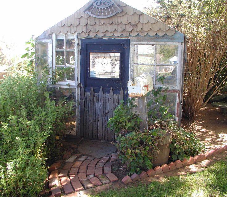 Casa de fundo de jardim
