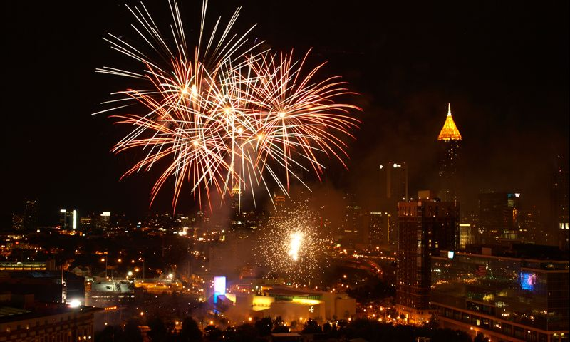 Pick Your Spot For Fireworks In The Atl New Years Eve Atlanta Centennial Olympic Park 4th Of July Fireworks