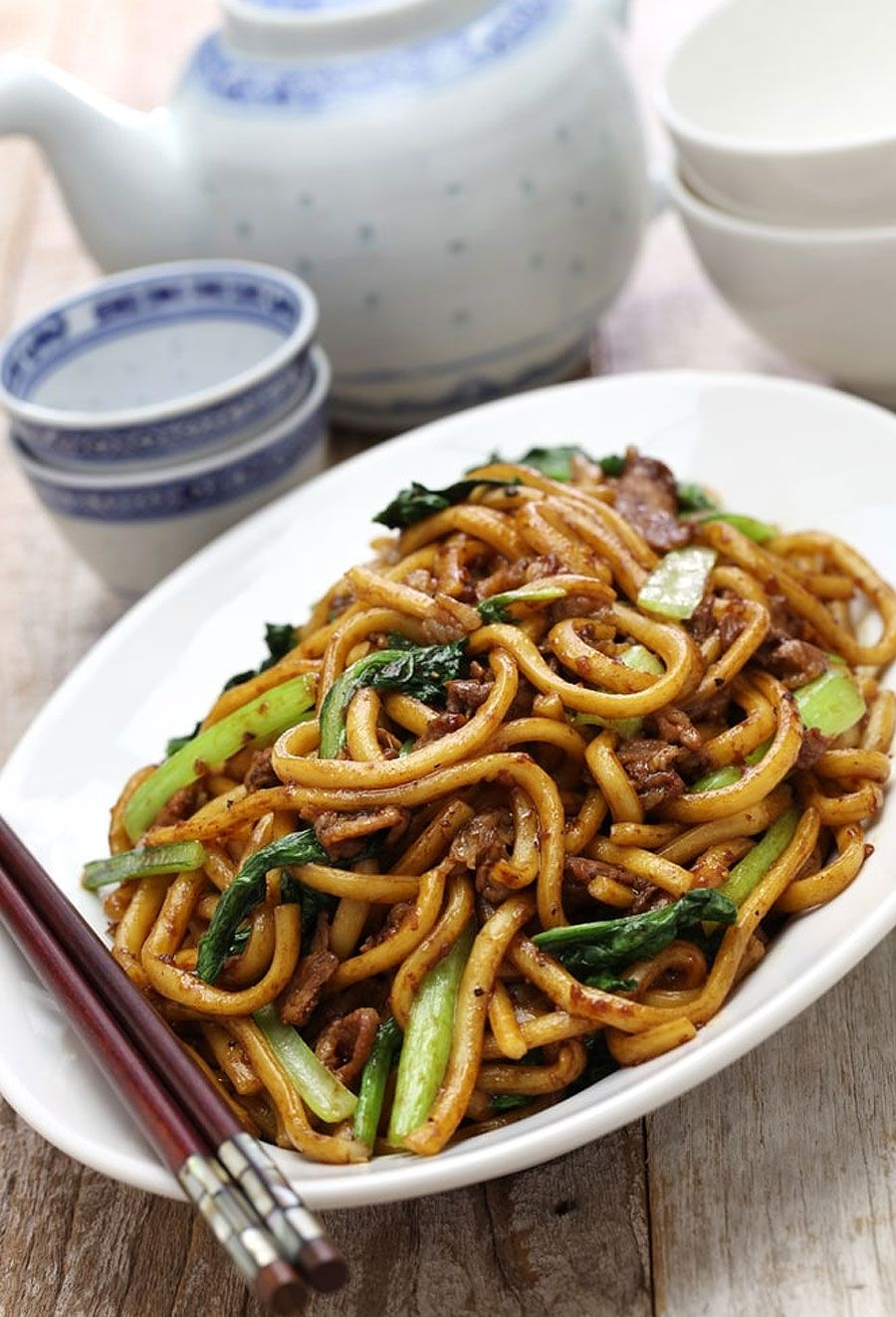 Chicken lo mein is way better than takeout. This easy Chicken Lo Mein recipe is a perfect homemade #bellpeppers