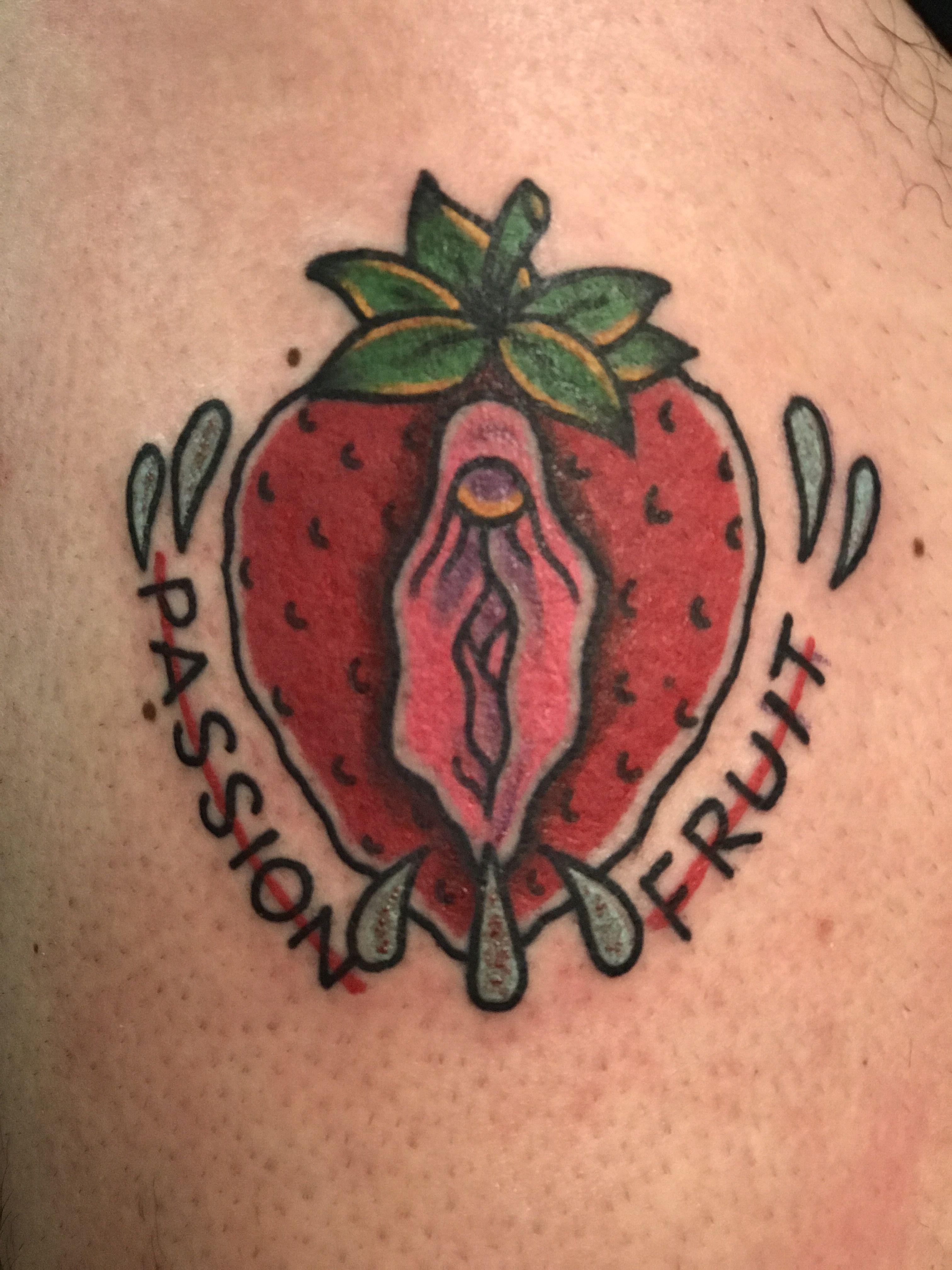 Tattoo old school strawberry vagina pussy passion for Fish vagina tattoo