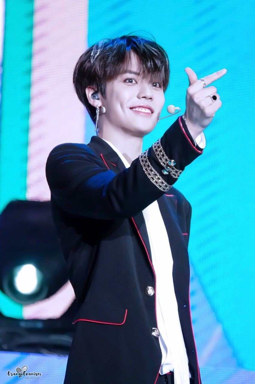 Nine Percent Dimpled Smiles And Finger Hearts Cr Finger Heart Smile Dimples