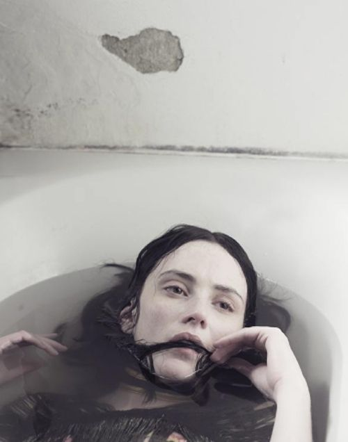 Девушка под водой в ванной фото 129-433