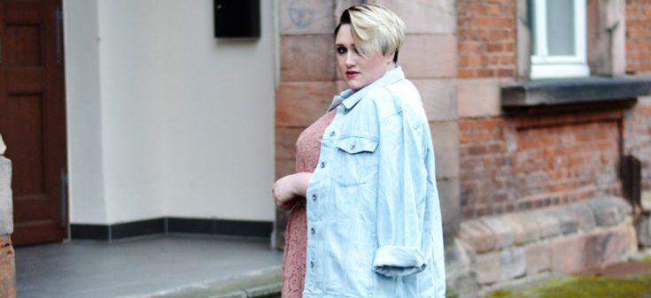 helle jeansjacke kombinieren damen
