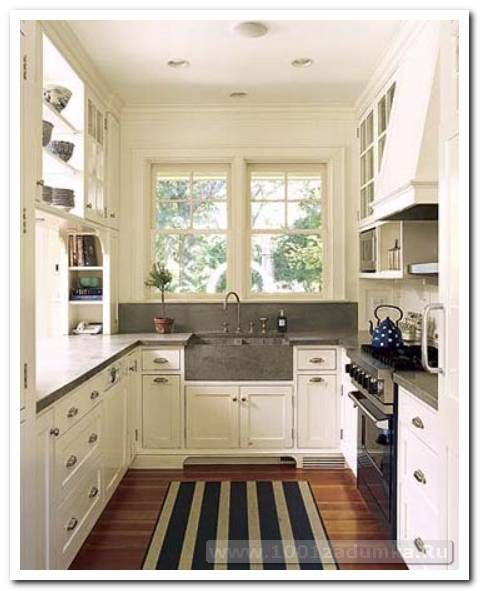 Narrow Country Kitchen: Keeping The Colour Scheme Light And Fresh In A Small