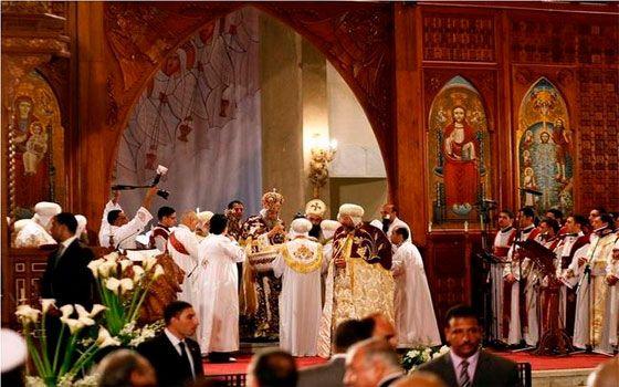 ترأ س البابا تواضروس الثاني بابا الإسكندرية وبطريرك الكرازة المرقسية مساء الاثنين قداس عيد الميلاد المجيد وسط لفيف من الأساقفة أعض Egypt News Painting Egypt