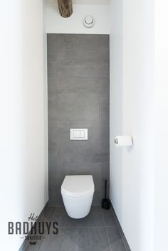 Moderne Toiletten modern toilet in grijs en wit het badhuys breda bathroom design