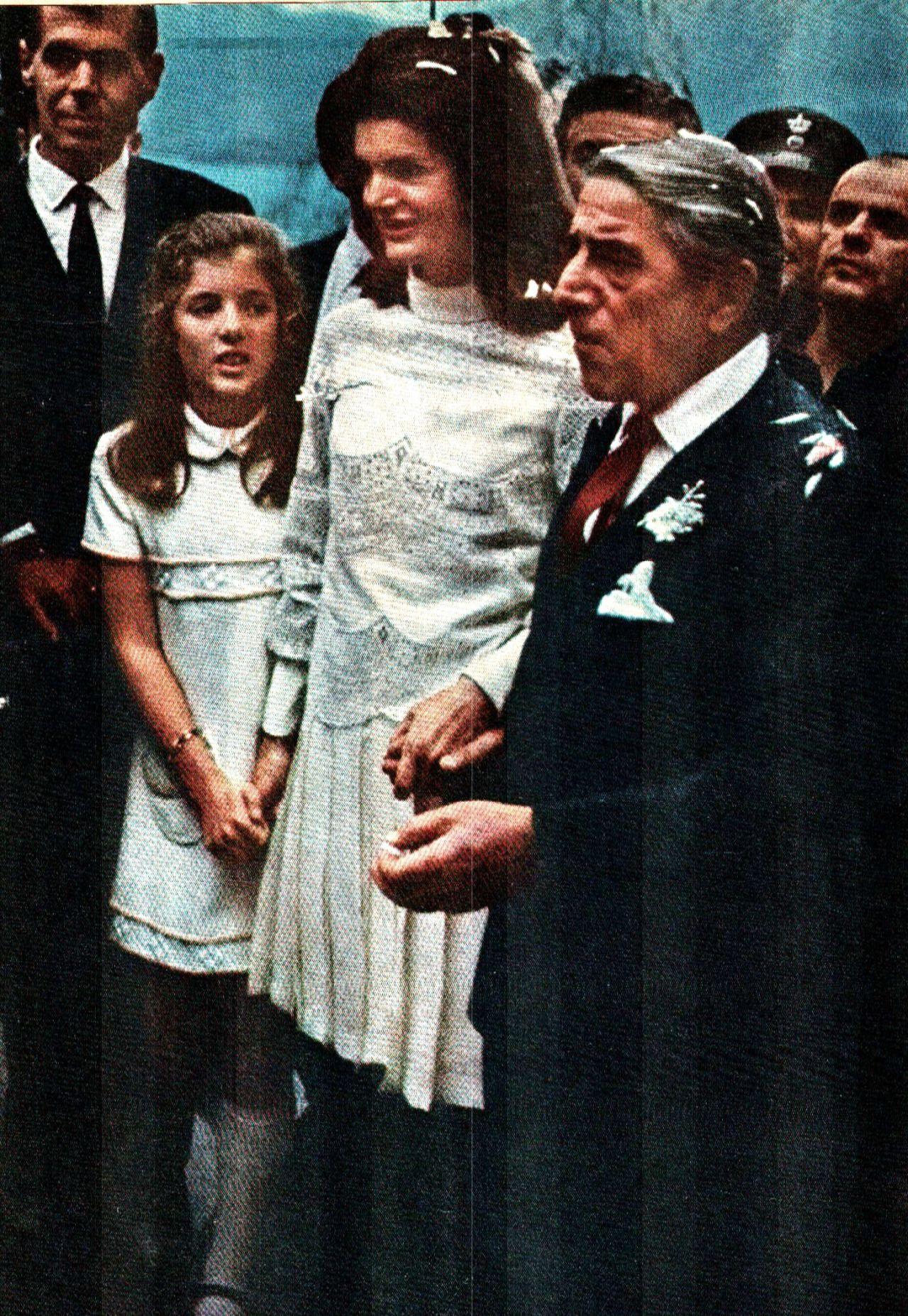 Jackie with John John   Жаклин кеннеди онассис, Джон