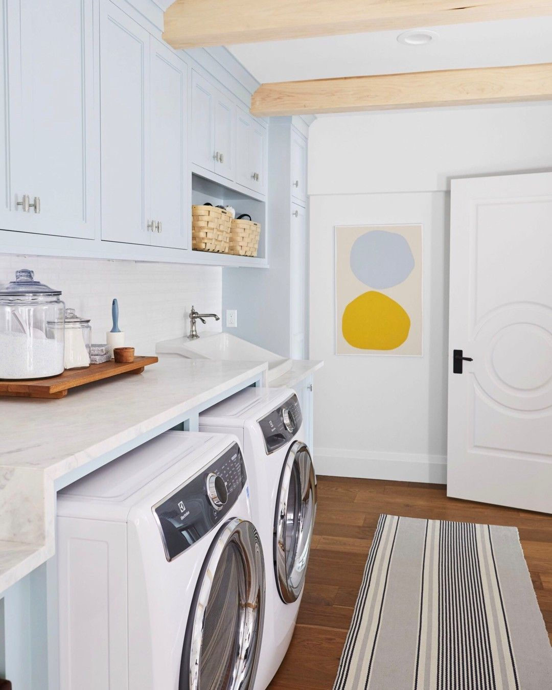 10x10 Laundry Room Layout: A Laundry Room That Makes Doing Laundry Fun! Image Via