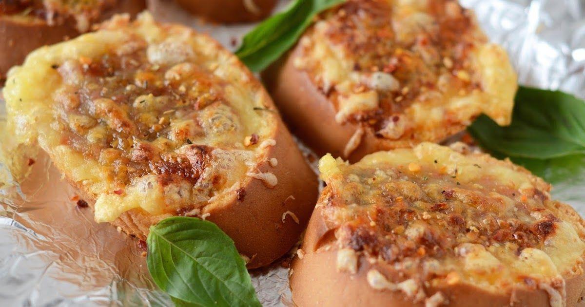 Kuch Pak Raha Hai: Cheesy Garlic Bread In Air Fryer