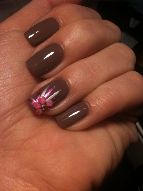 neutral nails w/ bright flower accent