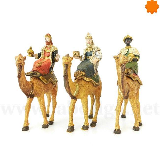 Conjunto de tres reyes magos con los camellos para el Belén