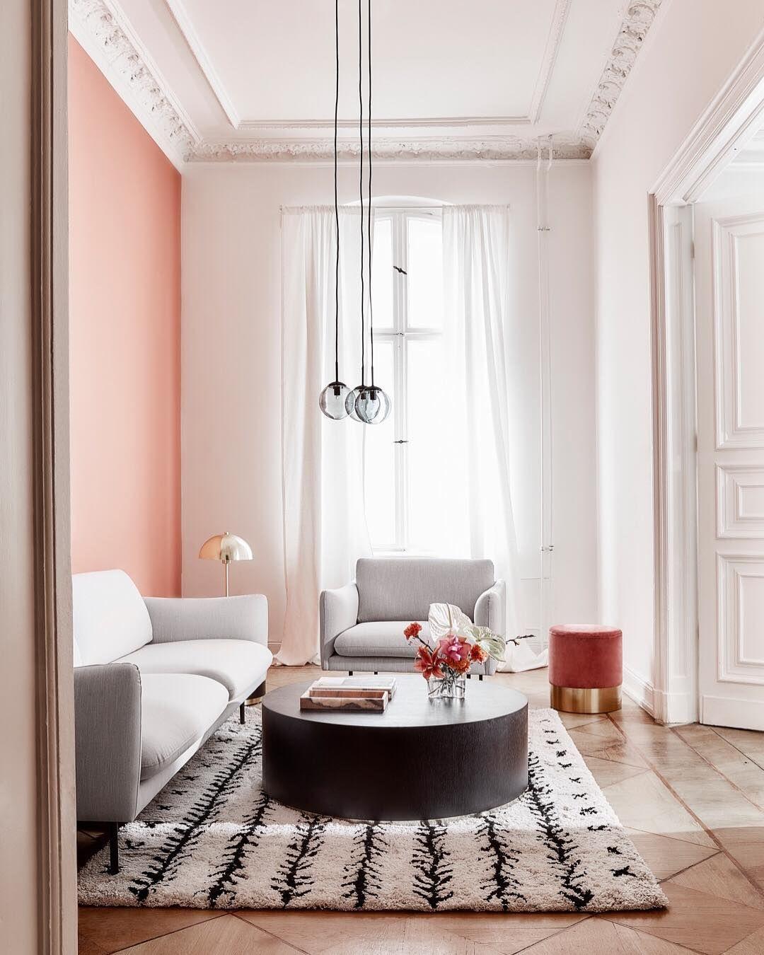 Gemutliche Sofas Flauschige Teppiche Und Stylische Leuchten Findet