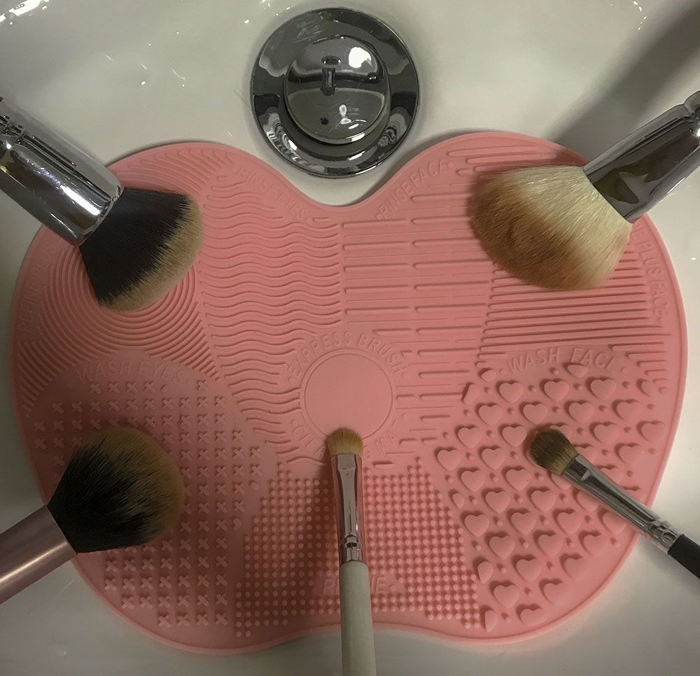 Should you invest in a makeup brush cleaning mat? How to