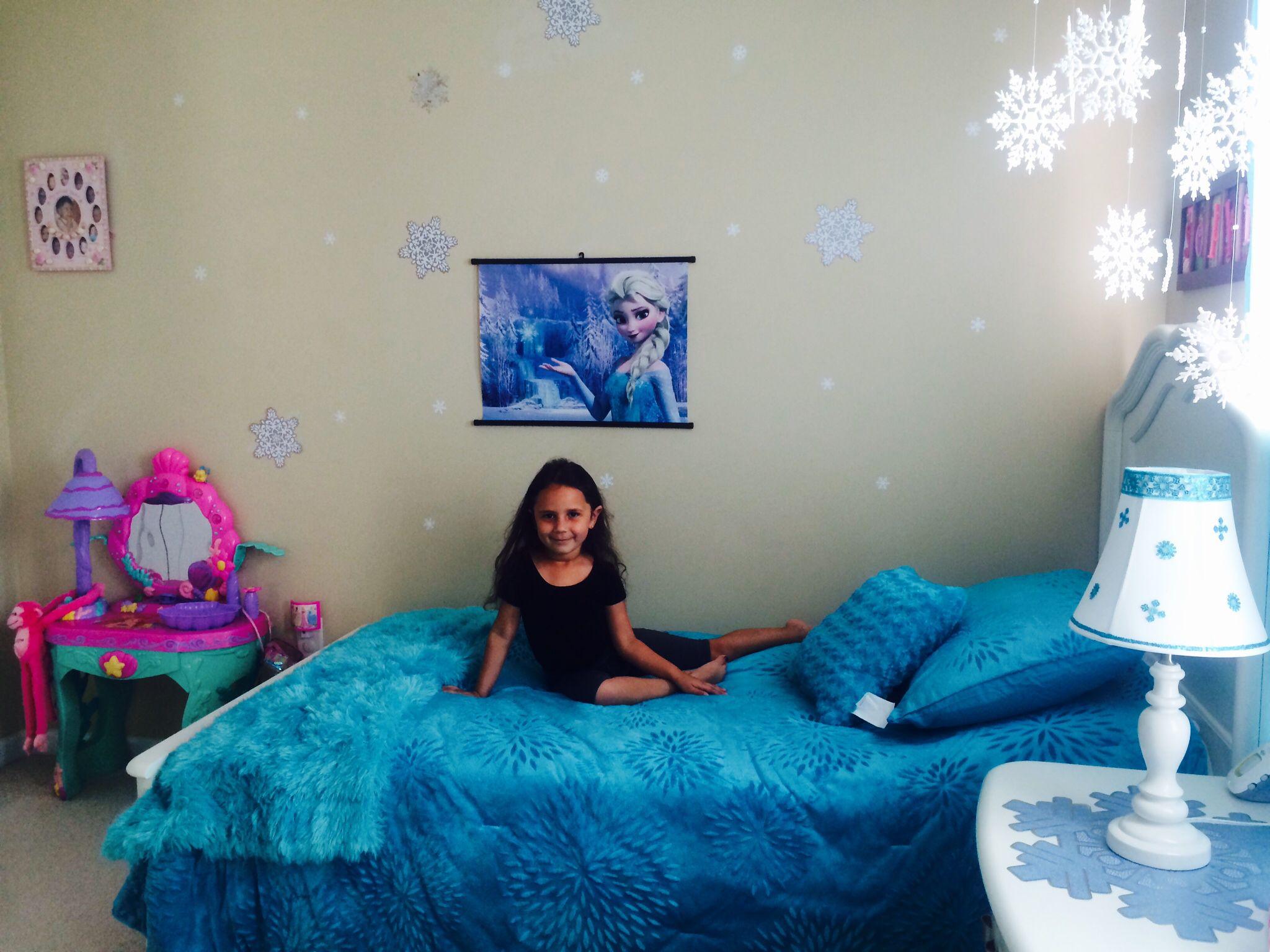 Frozen Bedroom On A 60 Budget Frozen Bedroom Disney Frozen