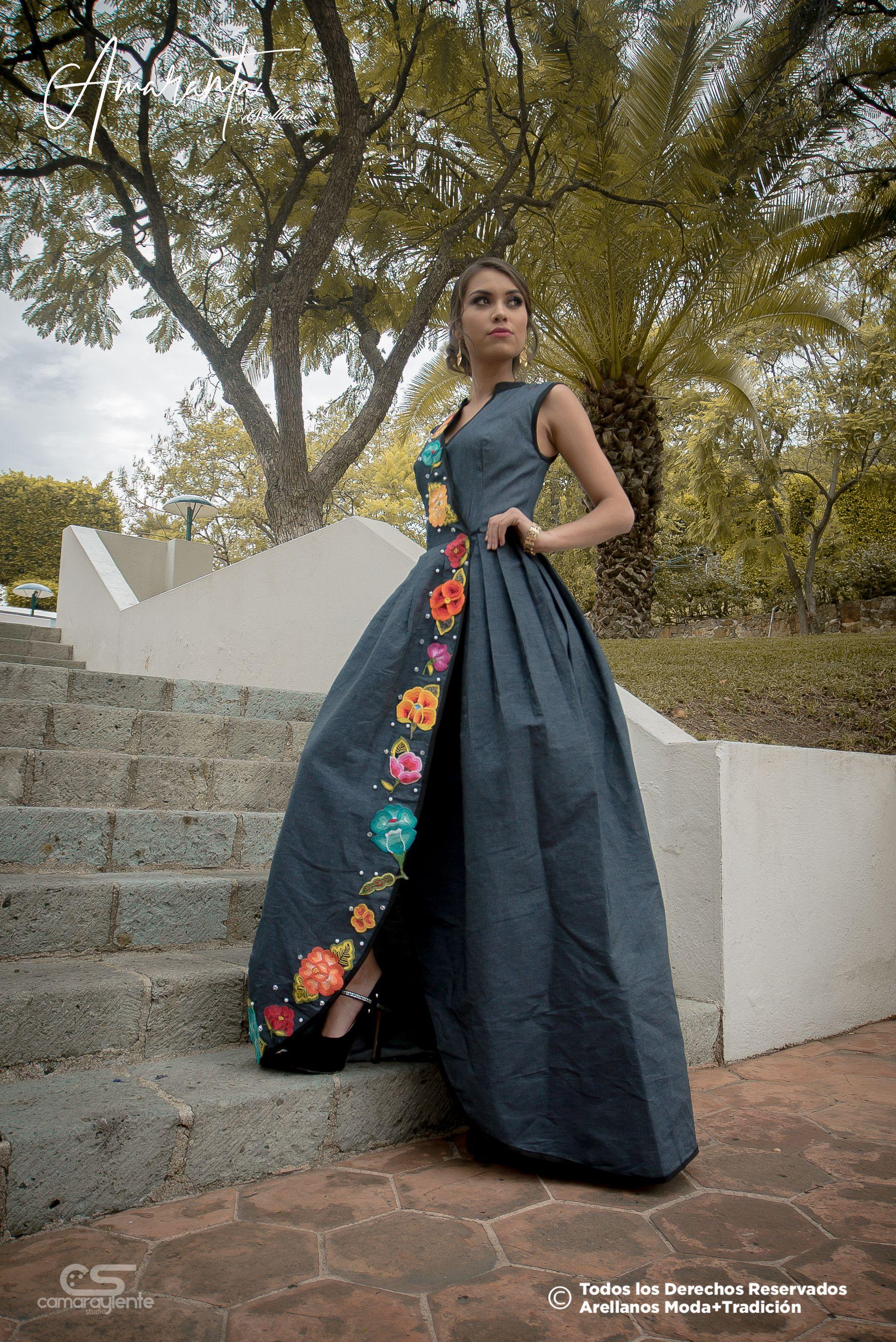 2e01ef51cc153 Quetzalli by Amaranta Tela  Mezclilla Tipo de bordado  A mano con ganchillo  Región en