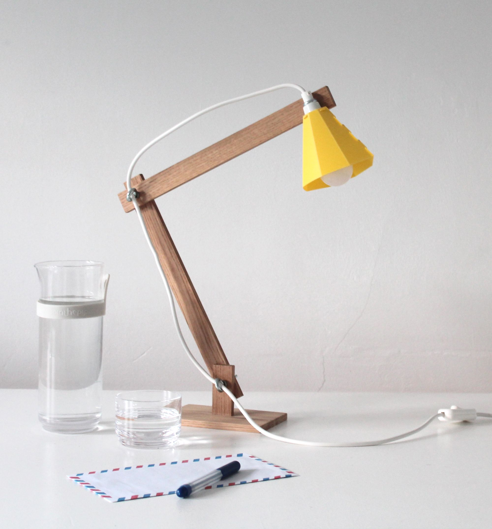Studio met designs and makes products that are characterized by high quality materials and sober designs with attention to detail. The joinings are often the only decorative items of the products. The design of the Johan lamp is based on an archetypical desk lamp. The brightly colored lampshades are a pleasant addition to the interior, [...]