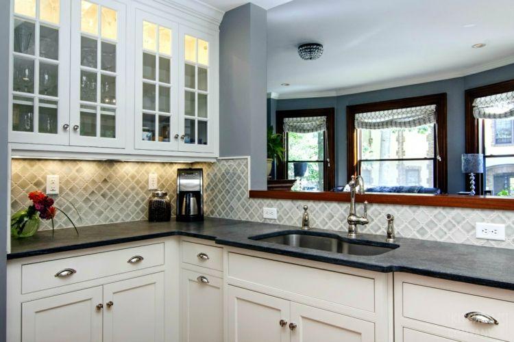 Schiefer Arbeitsplatte Weiße Küche Schränke Glas Vitrine #Küche #kitchen
