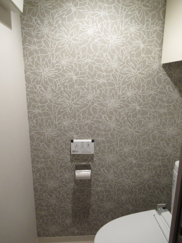 アクセントクロス トイレ サンゲツ 花柄 トイレのデザイン パウダー