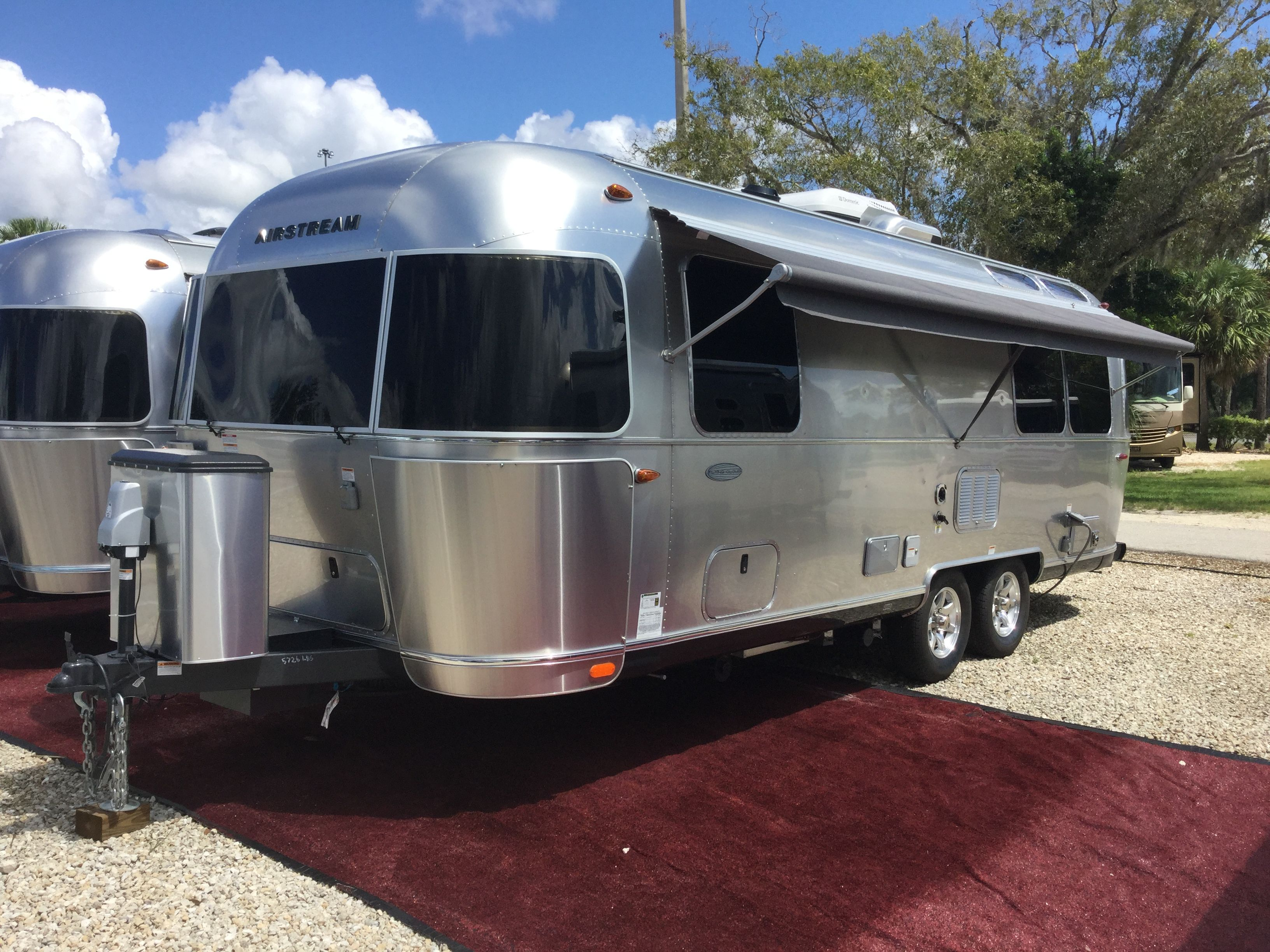 FOR SALE  #9198 2016 Airstream Flying Cloud 25FB, loaded