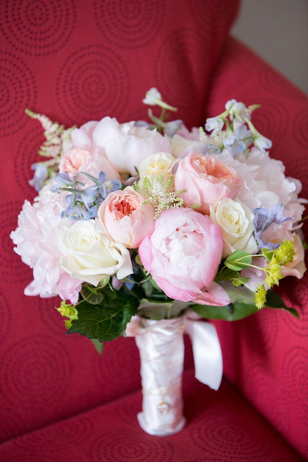 Florist: Floral Arts (Mike Spano) | Photography: Lindsay Flanagan