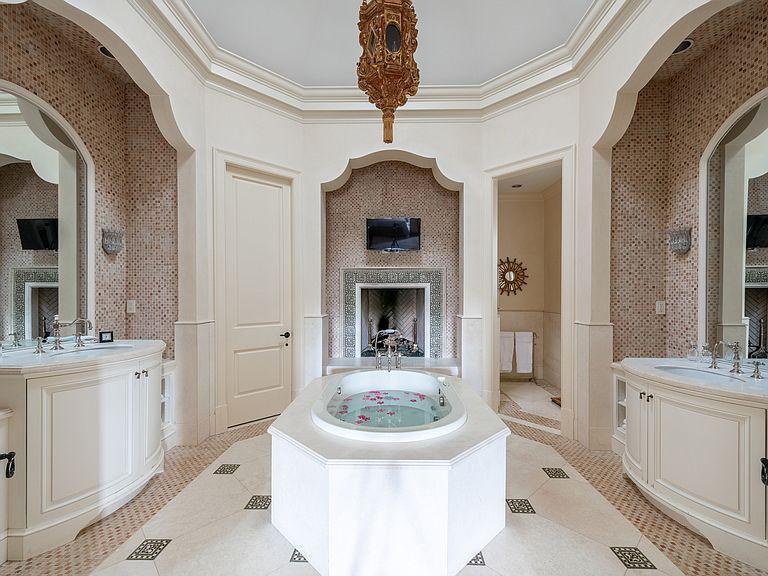 1040 W Conway Dr Nw Atlanta Ga 30327 Mls 6632831 Zillow Condos For Sale Estate Homes Large Bedroom Bedroom suites in atlanta ga