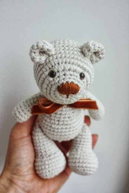 Tiny teddy bear crochet pattern | Amiguroom Toys | 640x427