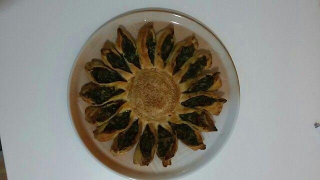 Torta girasole con sfoglia, spinaci e ricotta