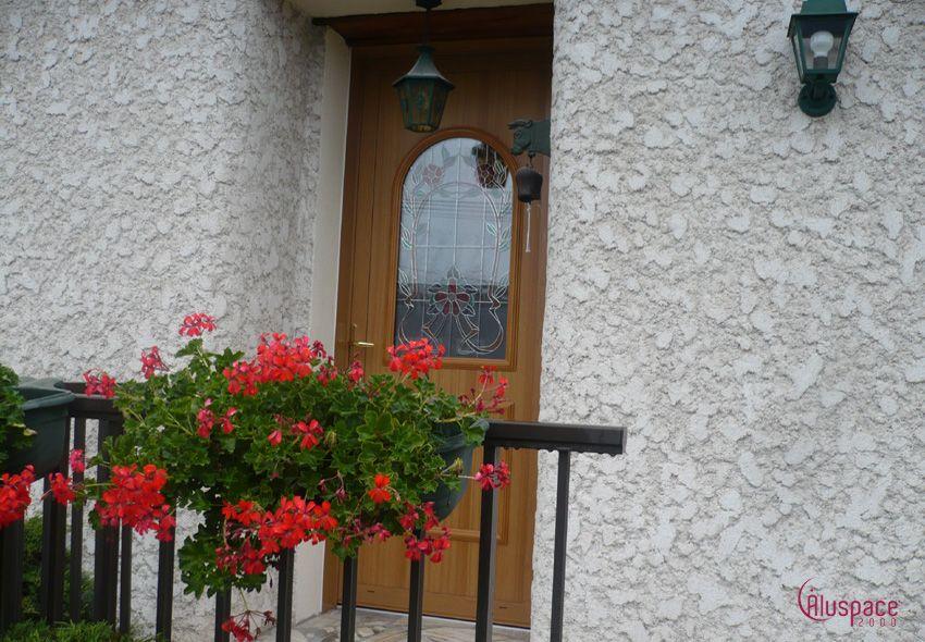 Porte d\u0027entrée en aluminium coloris faux bois En quelques années, la - Brique De Verre Exterieur Isolation
