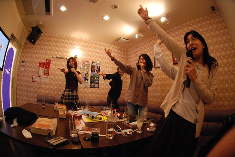 Karaoke - A Fun Experience For Couples, Friends Or Large -8677