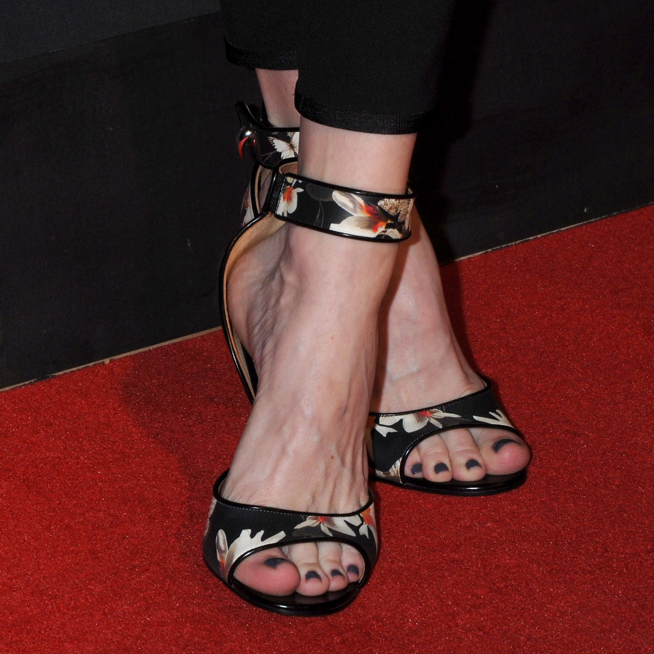 Share, rate and discuss pictures of Liv Tyler's feet on wikiFeet - the most  comprehensive celebrity feet database to ever have existed.