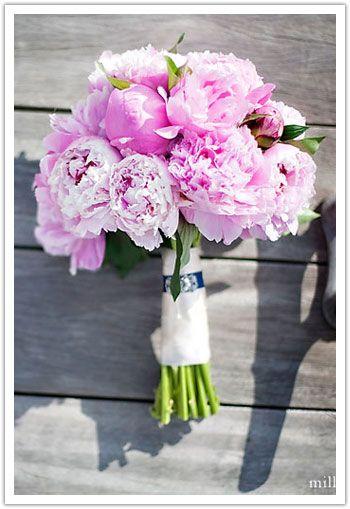 La multi ani tuturor mamicilor si fetitelor cu nume de floare! Va uram o zi frumoasa si plina de iubire!