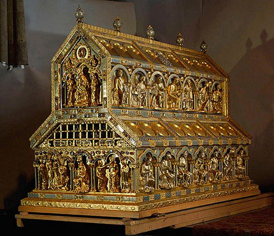 Reliquiary of the Three Kings believed to hold the remains of the 3 astrologers (wise men) from the gospel of Matthew. Cologne Cathedral. Astrogeographic position: The cathedral is located in the constellation of the magnetic royal fire sign Leo and the highly imaginative, spiritual water sign Pisces the most important indicator for mystification and for temples. Valid for feild level 3.