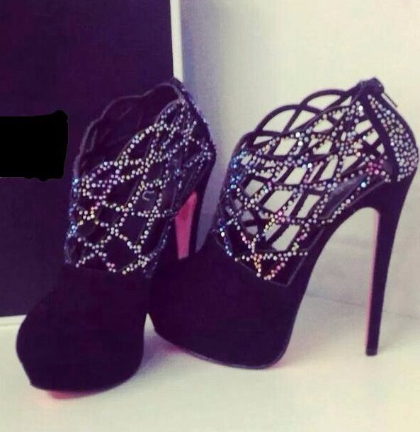 Wow! Such a nice and elegant pair of heels! ❤