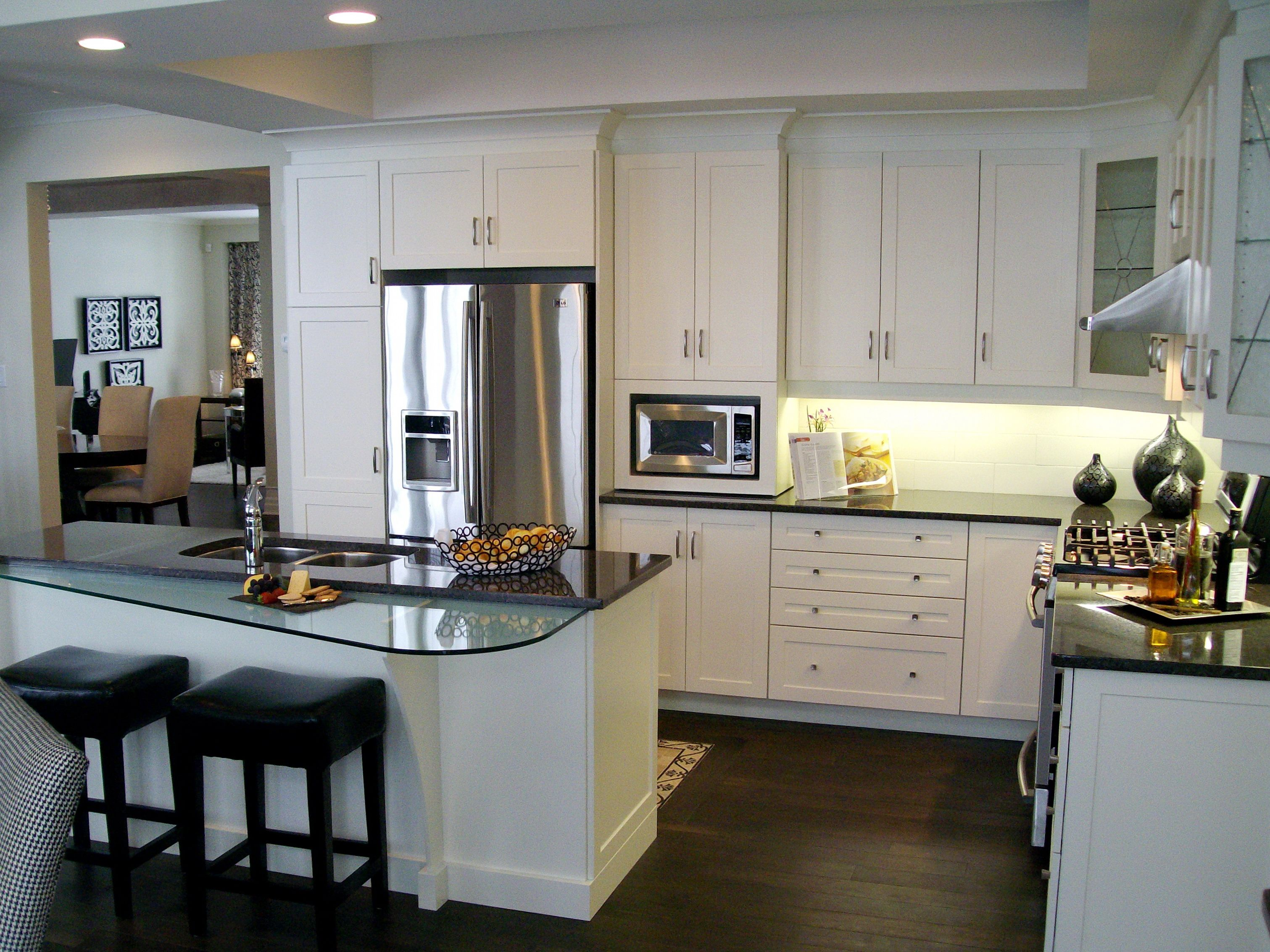 White Lacquer Shaker Cabinets, with Antique Brown Granite & Glass ...