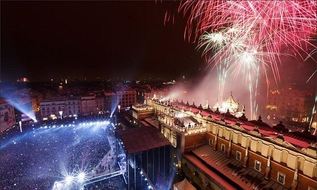 Celebrate New Years Eve In Krakow 2016 Krakow New Years Eve Fireworks Welcome New Year