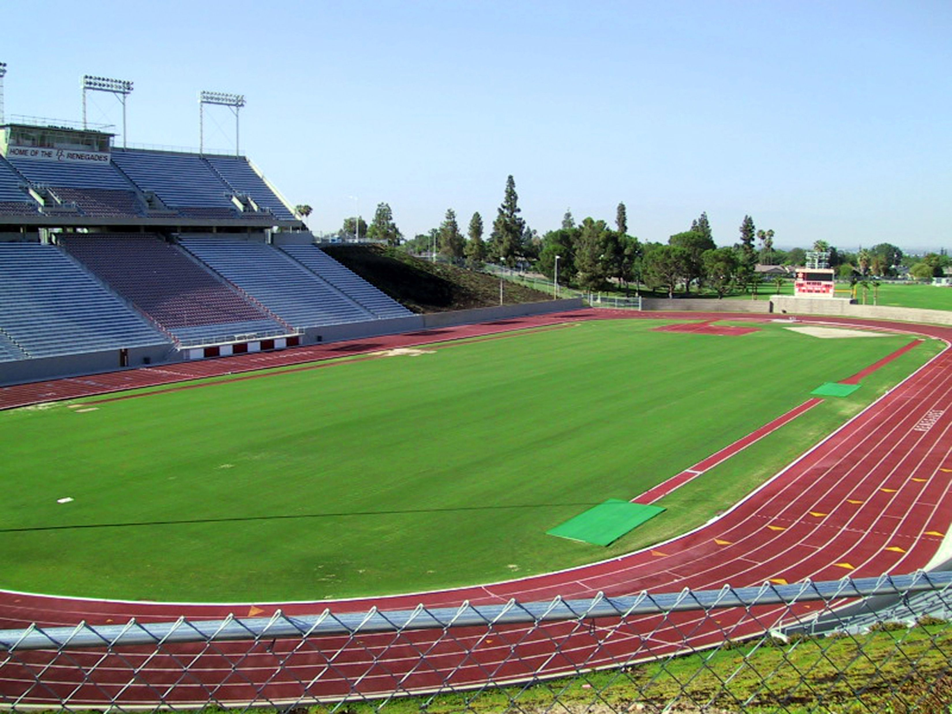 Bakersfield College Memorial Stadium This 19 000 Seat Stadium Can Host Multiple Events As Home Of The Bakersf Bakersfield College Bakersfield Sports Travel