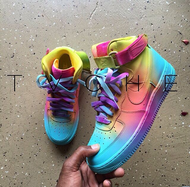 differently a56a6 cfa9d Custom Nike Air Force Ones   Instagram   tvche